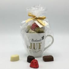 Kopje Juf wit gevuld met 280g pralines Chocolade