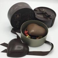 Dora Doos met een gevuld Groot Chocoladen Hart met 250g Klassiek en Hartjes